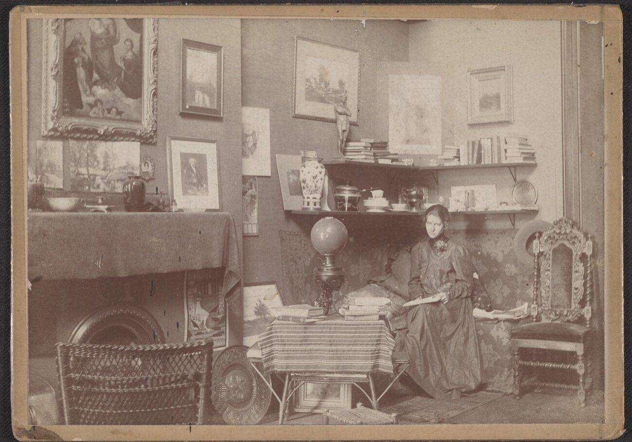 Violet Oakley in her Studio at 1523 Chestnut St., Philadelphia, before 1898. Violet Oakley papers, 1841–1981 (Archives of American Art, Smithsonian Institution).